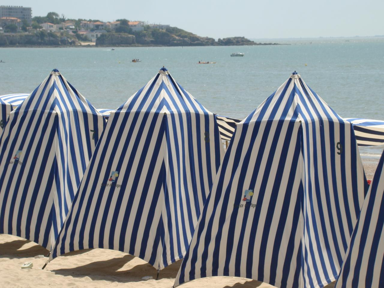 ROYAN - Tentes de plage © CMT17 E.COEFFE-2